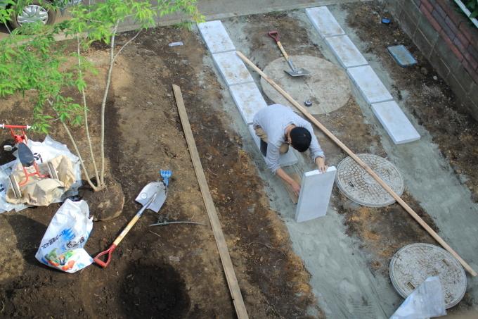 庭4年目。庭づくりをふりかえる②駐車スペース作り_e0375293_10555142.jpg