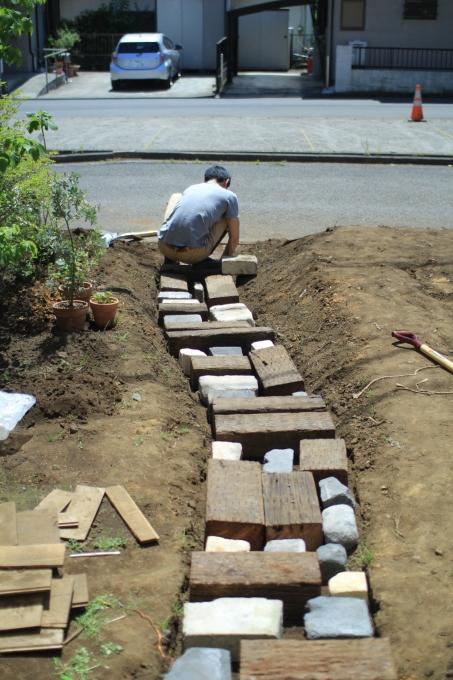 庭4年目。庭づくりをふりかえる③アプローチ_e0375293_23350385.jpg