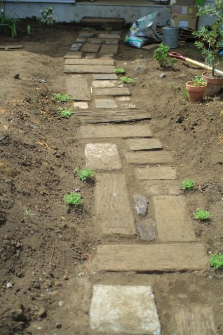 庭4年目。庭づくりをふりかえる③アプローチ_e0375293_23374431.jpg