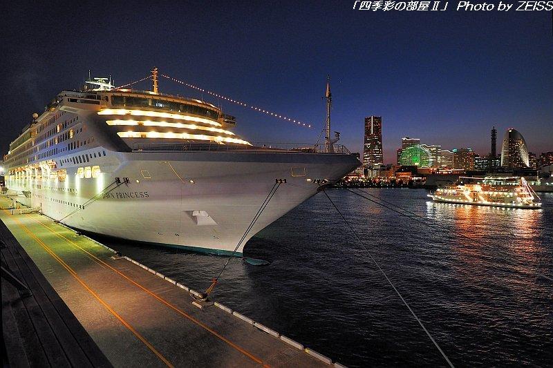 夜の横浜港大さん橋に停泊中の客船「DAWN PRINCESS」_d0358854_22565513.jpg