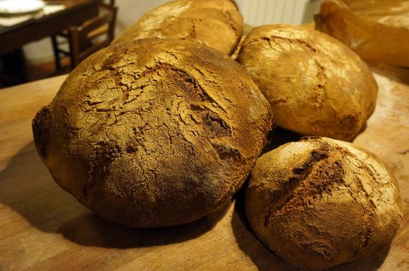 雨の日のパン焼き_f0106597_05251074.jpg