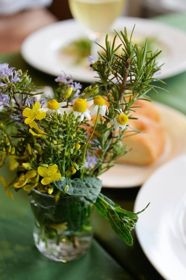 Yさんから美しい画像をお借りして ・・・レストランは季節を感じて頂く場所です_c0222448_13363003.jpg