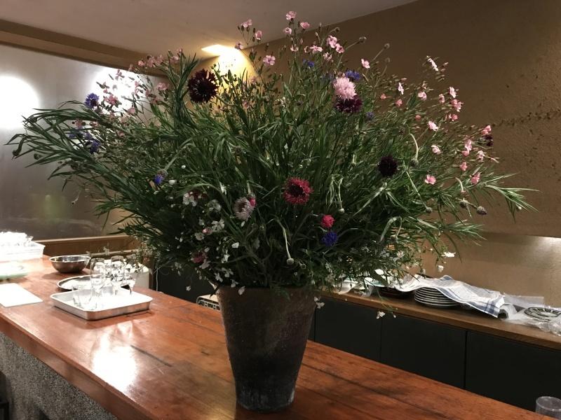 お客様から、お花を頂きました_d0177560_22223351.jpg