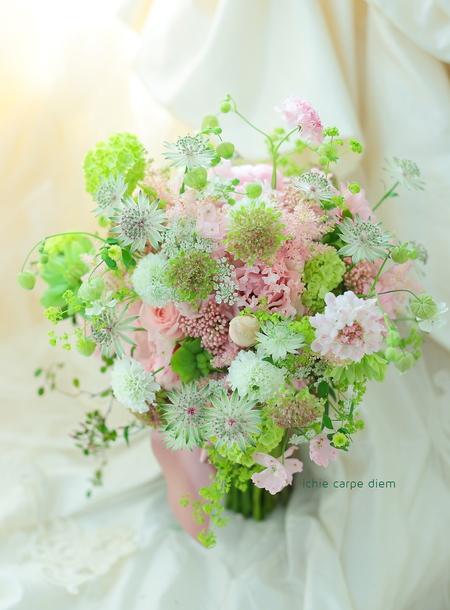 クラッチ風ブーケ 八芳園様へ セピアピンクとグリーンのブーケ_a0042928_2124425.jpg