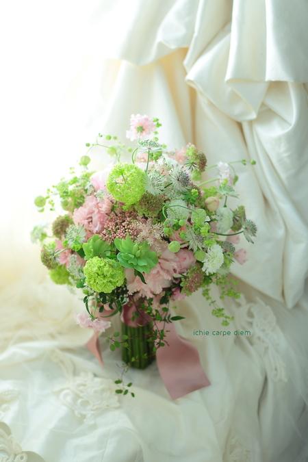 クラッチ風ブーケ 八芳園様へ セピアピンクとグリーンのブーケ_a0042928_21251424.jpg