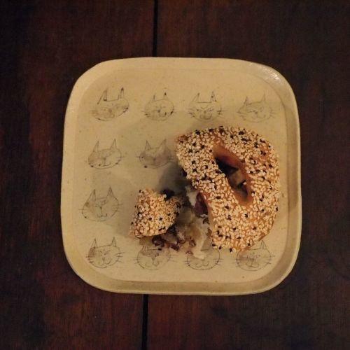 大野素子さんの猫マグとパン皿_b0322280_12365919.jpg