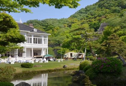 観光客さんの混雑は3日からの後半かな〜中庭では...._b0194185_21155480.jpg