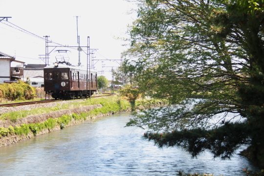 電気機関車と人が綱引き?_b0207413_08244297.jpg