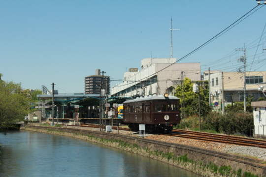 電気機関車と人が綱引き?_b0207413_08290078.jpg