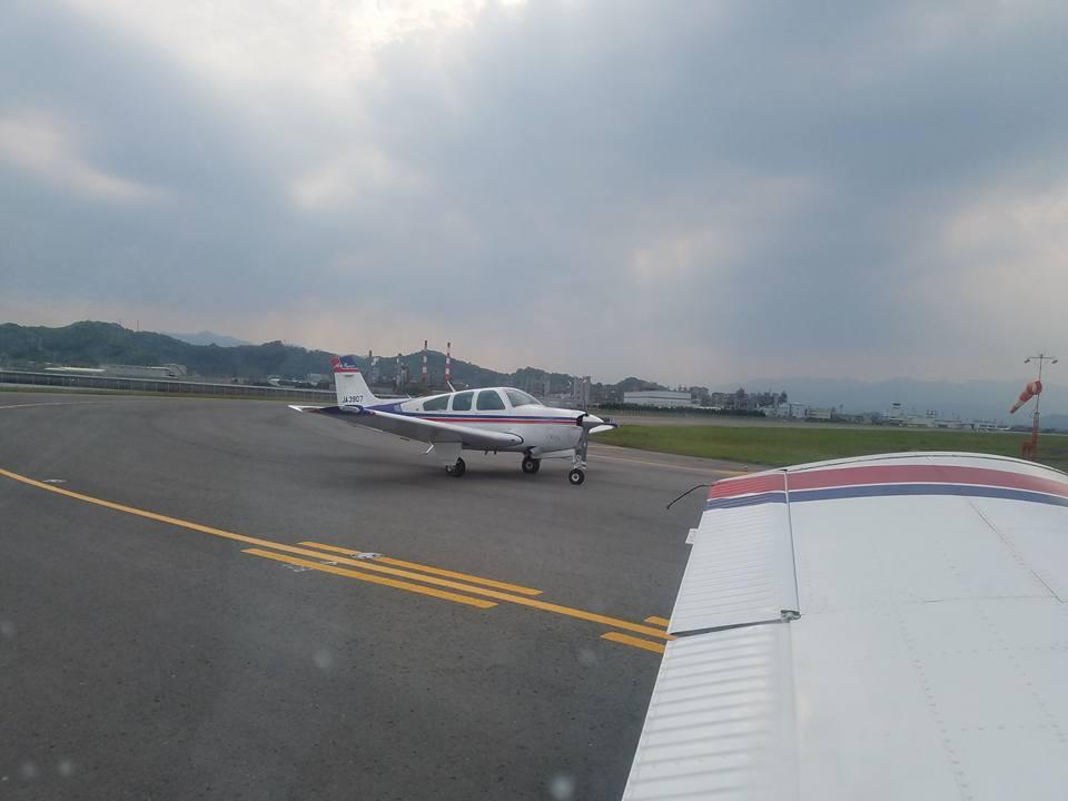 松山空港から約30分、瀬戸内の島々を見ながらのフライトは最高でした。_c0186691_1155780.jpg