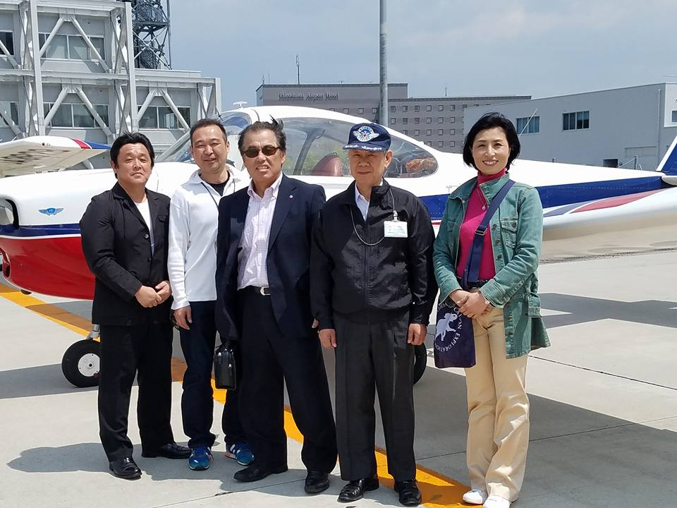 松山空港から約30分、瀬戸内の島々を見ながらのフライトは最高でした。_c0186691_1182193.jpg
