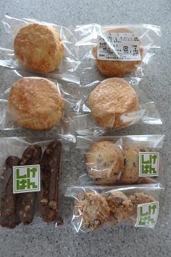 ユニークなパン屋さん 「しげぱん」_f0362073_18421863.jpg