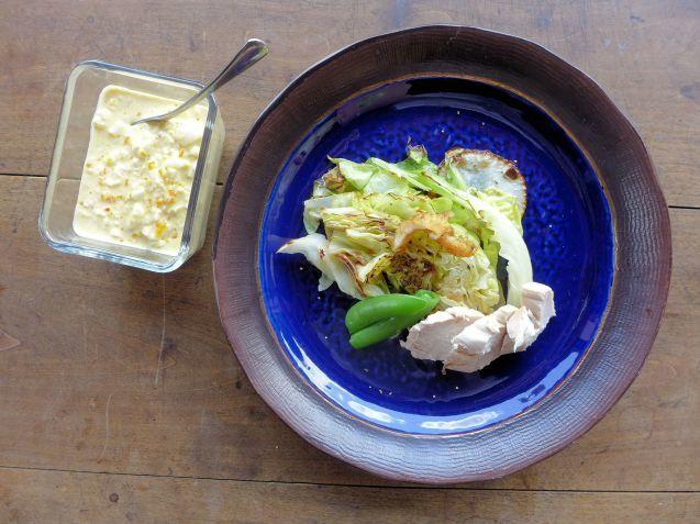 春キャベツと蒸し鶏のサラダ。_f0177295_21354034.jpg