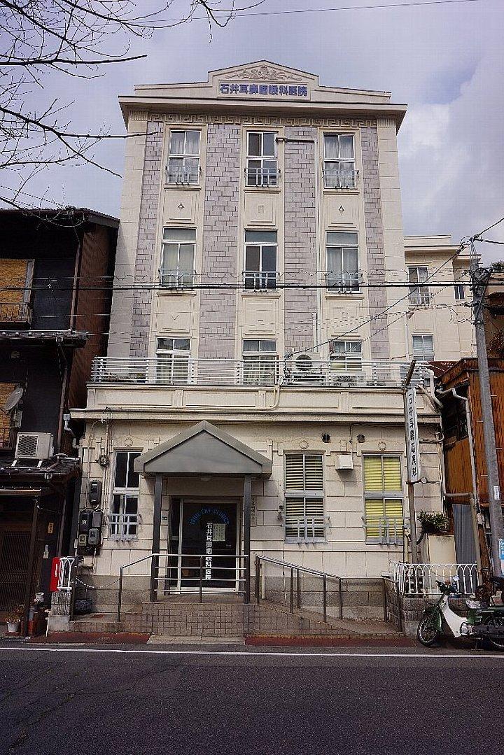 JR尾道駅北口付近のレトロ建築_c0112559_07570785.jpg