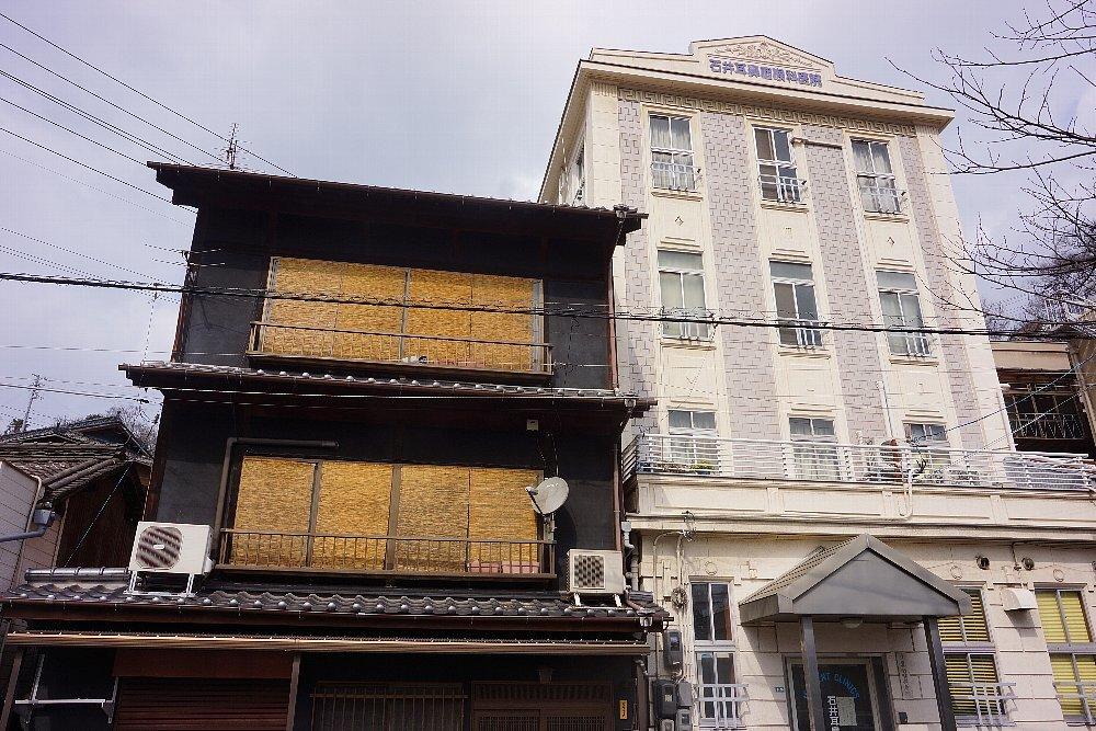 JR尾道駅北口付近のレトロ建築_c0112559_08003514.jpg