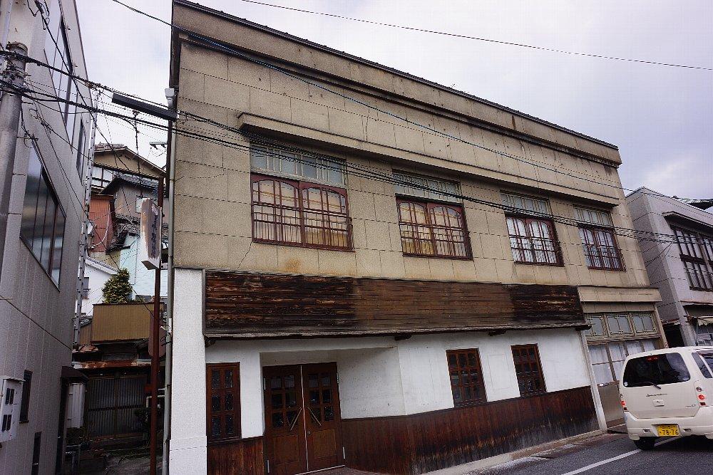 JR尾道駅北口付近のレトロ建築_c0112559_08061265.jpg