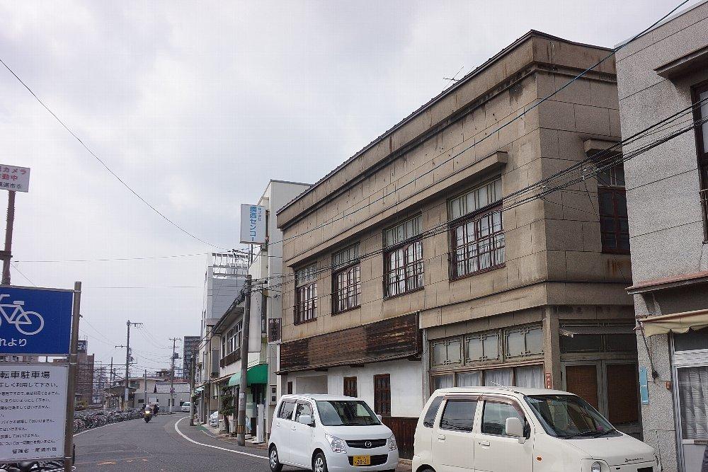 JR尾道駅北口付近のレトロ建築_c0112559_08075731.jpg