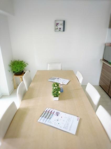 我が家の韓国料理教室 今回のテーブル装花は野菜!_b0060363_10551610.jpg