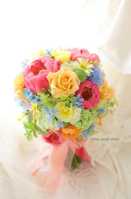 クラッチ風仕立てのブーケ、八芳園の新郎新婦様へ、翌日に押し花に _a0042928_21222848.jpg