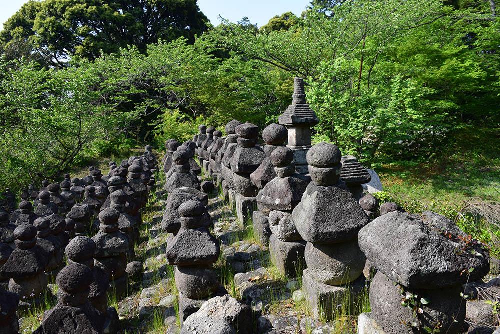 太平記を歩く。 その56 「名和一族郎党の墓」 鳥取県西伯郡大山町_e0158128_20210777.jpg