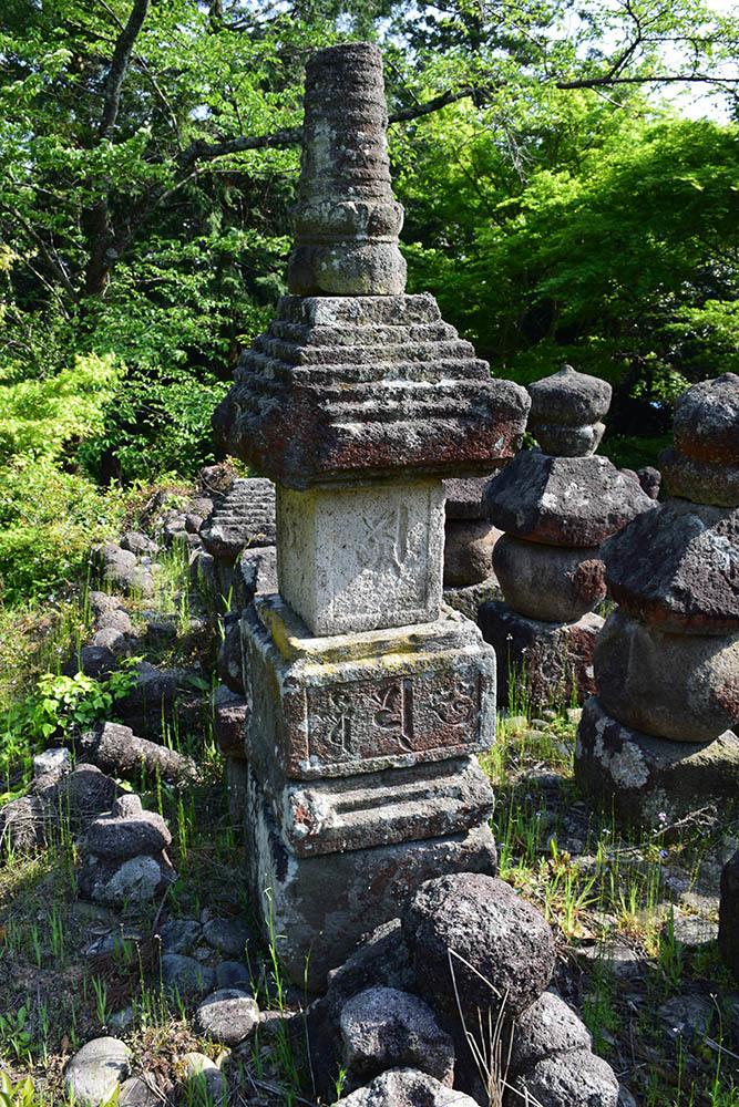 太平記を歩く。 その56 「名和一族郎党の墓」 鳥取県西伯郡大山町_e0158128_20212583.jpg