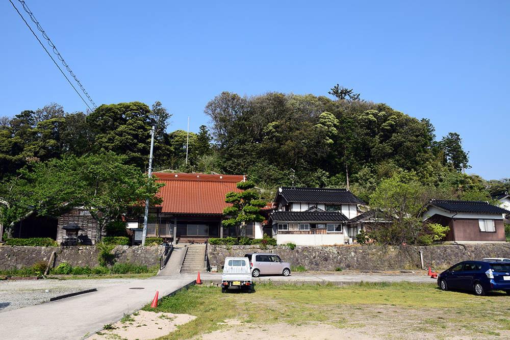 太平記を歩く。 その56 「名和一族郎党の墓」 鳥取県西伯郡大山町_e0158128_20224444.jpg
