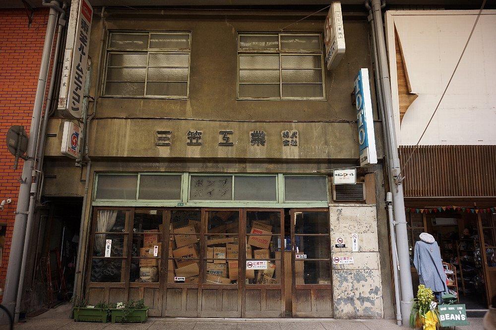 尾道本通り商店街の商店建築_c0112559_09222029.jpg