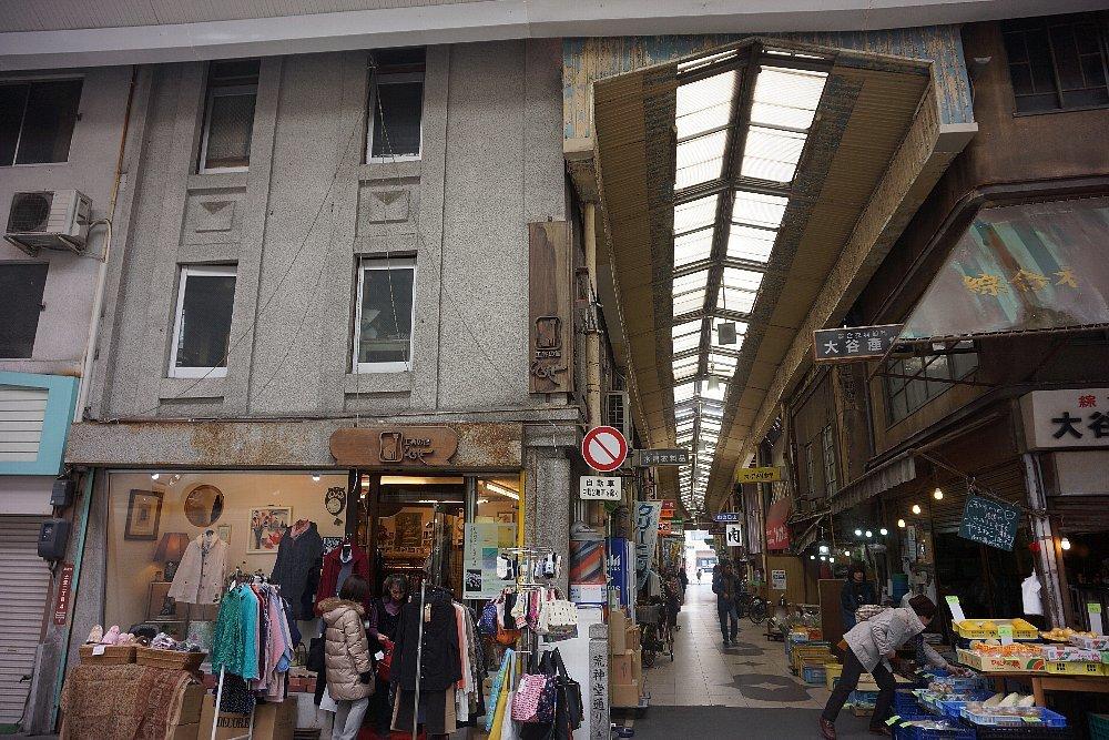 尾道本通り商店街の商店建築_c0112559_09264294.jpg