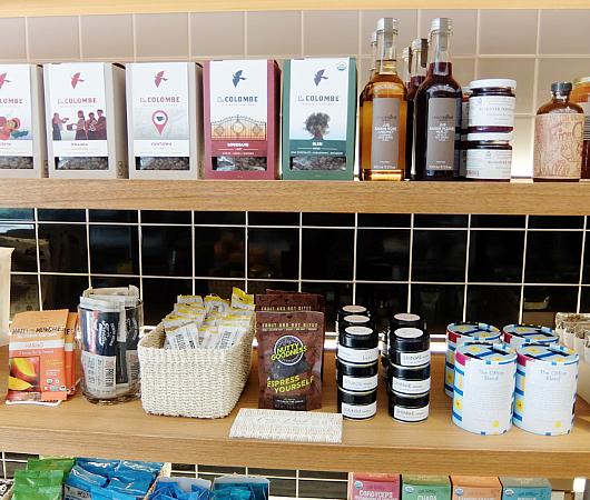 NYでカフェの2号店なのにグロッサリー?!で話題のClover Grocery_b0007805_6145471.jpg