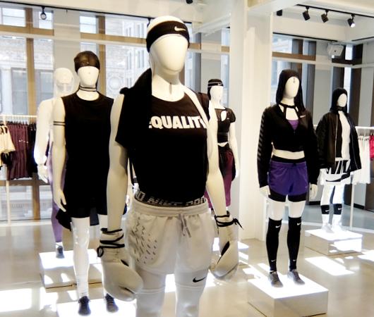 Nike SOHO店の女性服コーナーで「人の道」について考える_b0007805_22224221.jpg