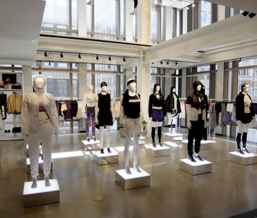 Nike SOHO店の女性服コーナーで「人の道」について考える_b0007805_2222693.jpg