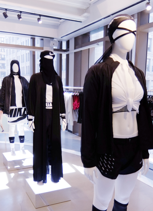 Nike SOHO店の女性服コーナーで「人の道」について考える_b0007805_2223240.jpg