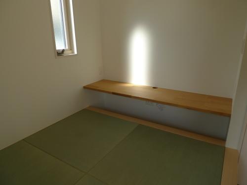 【和室スペース】息子の本が増えてきたので、スッキリ模様替えしました_a0335677_09042777.jpg