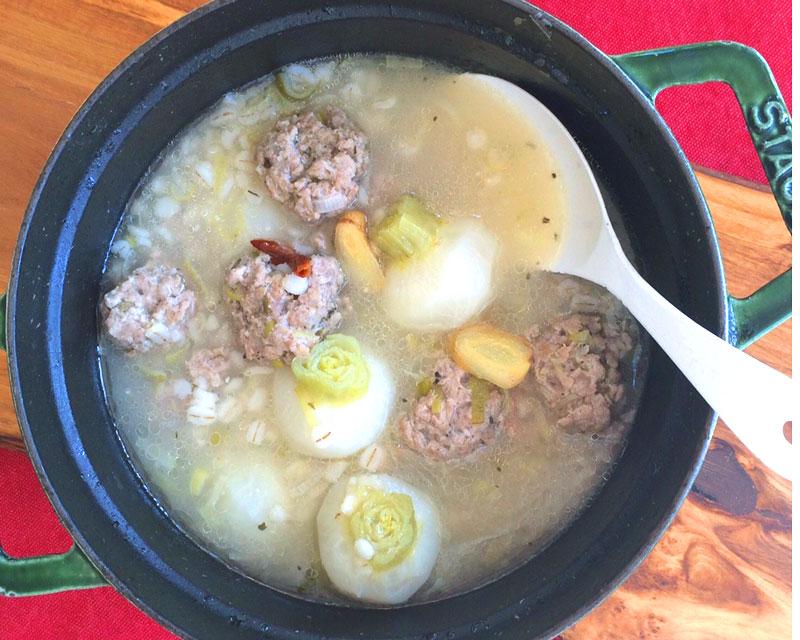 肉団子と蕪 押し麦のスープ_b0150295_9463884.jpg