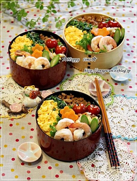 3色そぼろ弁当と苺酵母でラウンドパン♪_f0348032_18181193.jpg