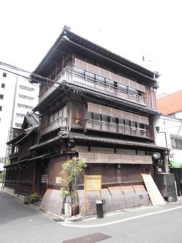 商店の窓 根津(東京)_e0098739_12192866.jpg