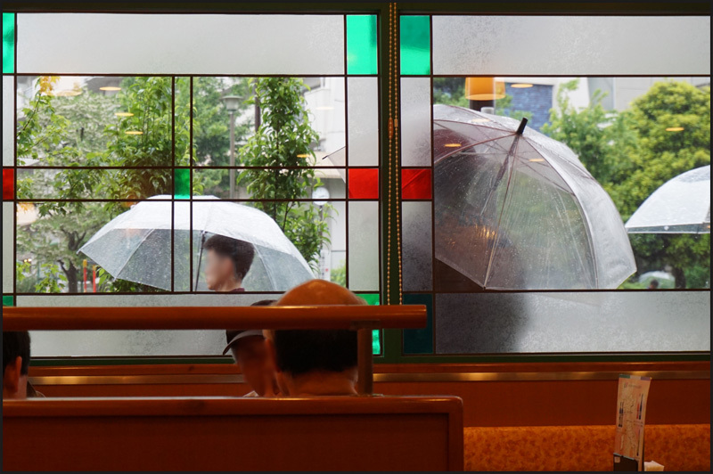 なんだか梅雨時のような雨の東京_b0019313_16265397.jpg