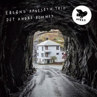 """Erlend Apneseth Trio アルバム \""""Det andre rommet\"""" _e0081206_12383425.jpg"""