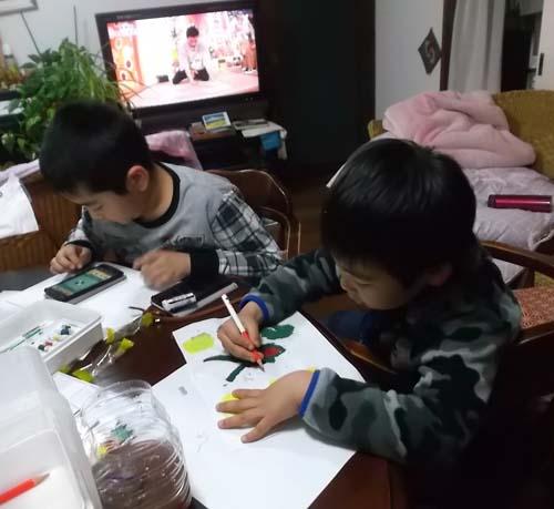 孫たちの夕ご飯は、牛丼特盛_f0019498_527050.jpg