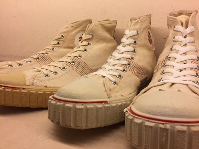 5月17日(水)大阪店ヴィンテージ&スニーカー入荷!#1 VintageSneaker編!20~30\'sBlackHi&ChuckTaylor!!_c0078587_0153634.jpg