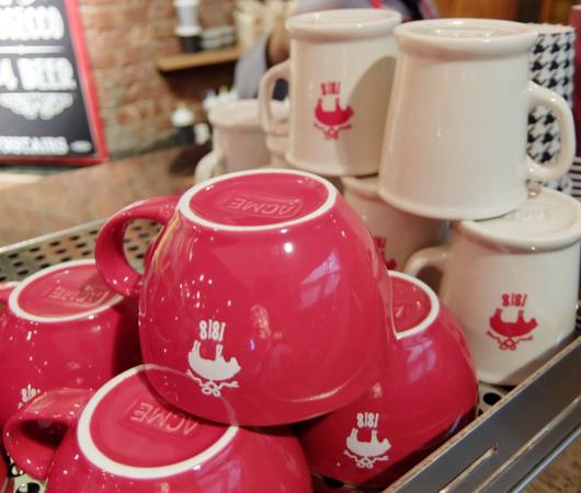 NYのブルックス・ブラザーズ店内にカフェ?! The Red Fleece Café_b0007805_10361295.jpg