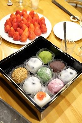 きれいで美味しいスイーツ二品。置戸町佐々木菓子舗「木いちごようかん」と白谷の「大福」_f0362073_10233993.jpg