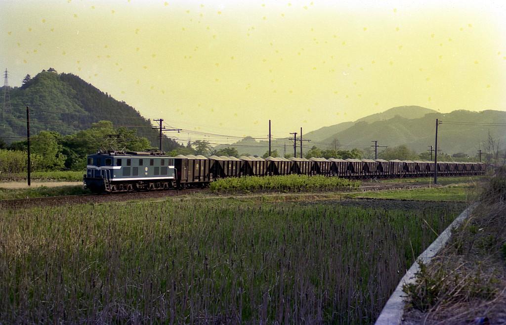 1987年5月秩父鉄道野上~樋口間にてセメント列車と鉱石列車_f0203926_23461555.jpg