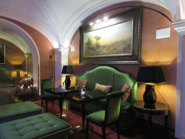 日本の皇室御用達のフィレンツェのあのホテルでアペ!!_c0179785_23551037.jpg
