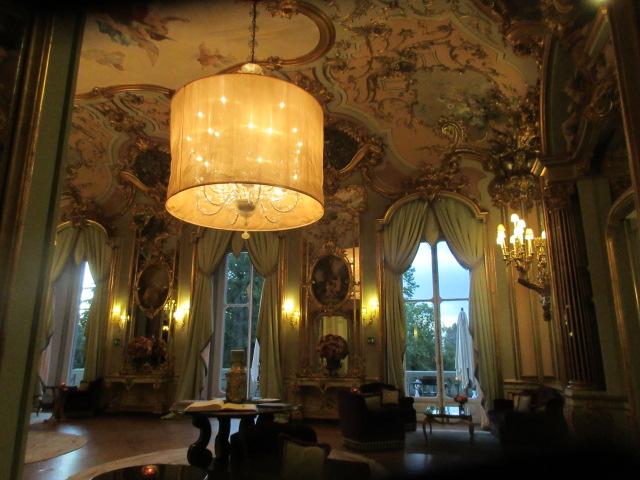 日本の皇室御用達のフィレンツェのあのホテルでアペ!!_c0179785_23552272.jpg