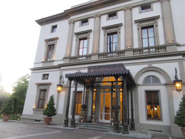 日本の皇室御用達のフィレンツェのあのホテルでアペ!!_c0179785_23555621.jpg