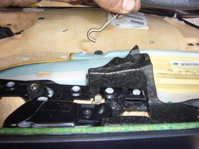 メルセデスベンツ W203 C180 ドアが開かない修理_c0267693_14313843.jpg