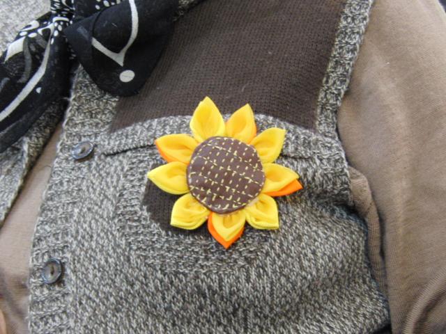裁縫 ~ ヒマワリのブローチ ~_e0222340_1891827.jpg