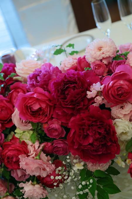 5月の装花 ホテルニューオータニ アーチェロ様へ、深いピンクのシャクヤクとカラーとカスミソウで_a0042928_21243595.jpg
