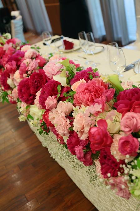 5月の装花 ホテルニューオータニ アーチェロ様へ、深いピンクのシャクヤクとカラーとカスミソウで_a0042928_21264320.jpg